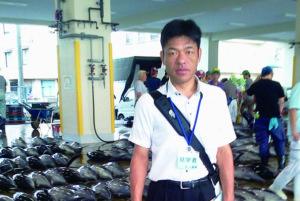 2012年8月27~28日 和歌山県議会農林水産委員会の県内視察で勝浦漁港のマグロのセリ市を見学