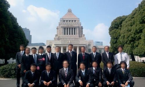 JA青年部有志約20名と谷口和樹(国会議事堂前)